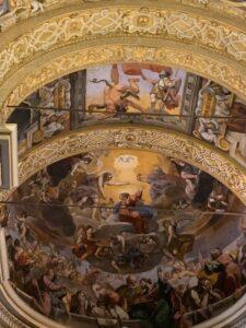 Basilkica della Ghiara Abside Affrescata – La Vergine che sale al cielo rappresentando l'Assunzione